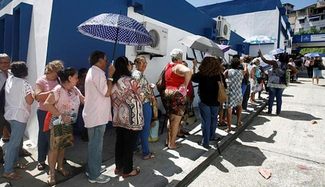 Procura pela vacina deixou os centros e postos de saúde, em Salvador, com baixo estoque das doses - Foto: Luciano da Matta | Ag. A TARDE