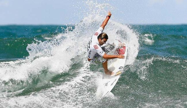 Praia do Forte é considerada uma das cinco melhores praias do Brasil para a prática do surfe - Foto: Eduardo Martins | Ag. A TARDE 20.06.2008