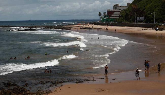 Praia no Rio Vermelho é uma das consideradas impróprias - Foto: Adilton Venegeroles | Ag. A TARDE