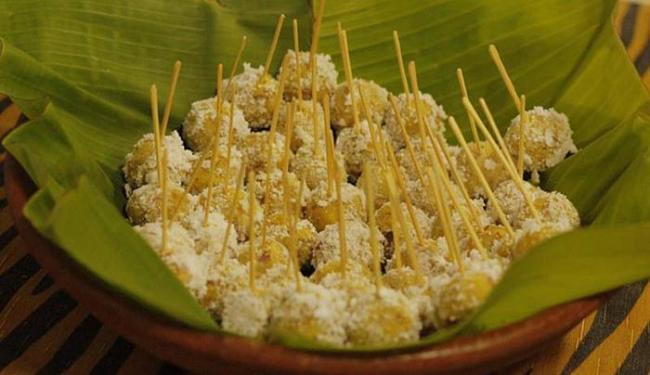 Bananica (bolinho de banana-da-terra com carne defumada, coberto com tapioca) - Foto: Safira Moreira l Divulgação