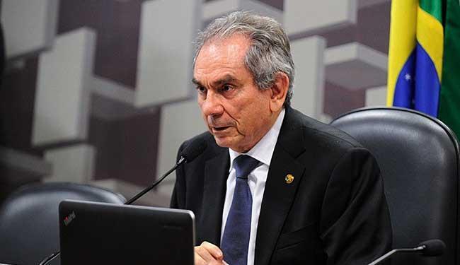 Raimundo Lira (PMDB-PB) ainda está indeciso sobre o impeachment - Foto: Edilson Rodrigues | Agência Senado