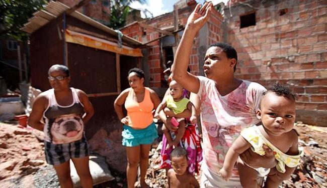 Famílias do Calabetão perderam imóveis com ruptura de adutora em obras do metrô - Foto: Adilton Venegeroles l Ag. A TARDE l 6.4.2016