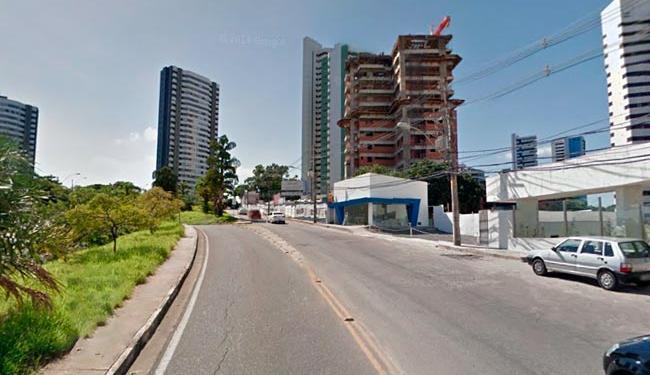 Prédio abandonado está localizado na rua Waldemar Falcão - Foto: Reprodução | Google Street View