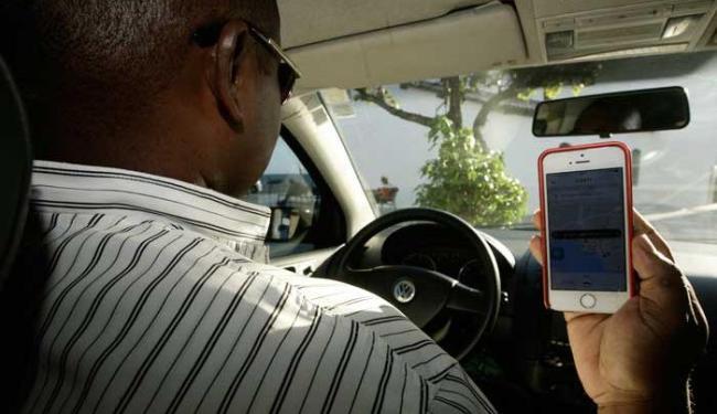 Motorista que transportou equipe de A TARDE encerra corrida no aplicativo - Foto: Mila Cordeiro | Ag. A TARDE