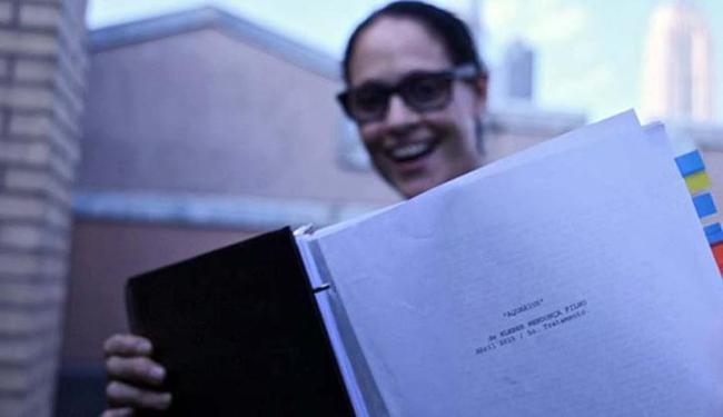 Em novo filme de Kleber Mendonça Filho, a atriz Sônia Braga lê o roteiro de 'Aquarius' - Foto: Divulgação