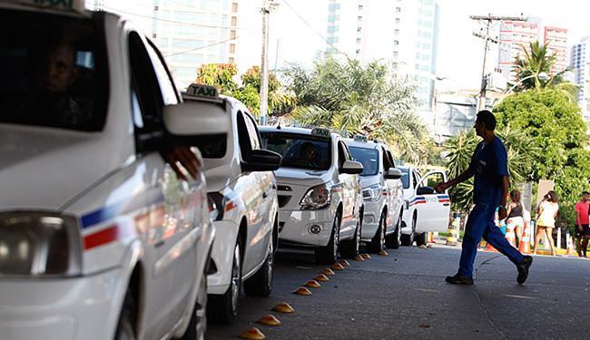Objetivo do cadastro é conhecer o perfil dos 7.200 taxistas que rodam na capital - Foto: Joá Souza l Ag. A TARDE l 12.1.2016