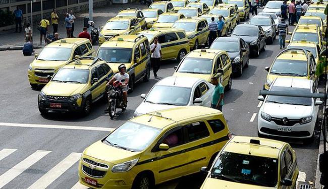Taxistas cariocas protestaram contra sistema - Foto: Tânia Rêgo l Ag. A TARDE l 01.04.2016