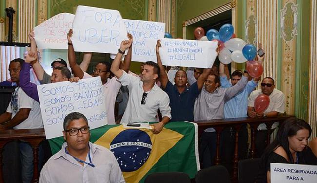 Taxistas lotaram o plenário da Câmara Municipal de Salvador para acompanhar a votação - Foto: Antônio Queirós l Câmara Municipal l Divulgação