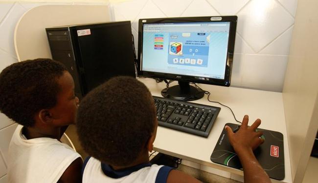 Programa pretende levar banda larga às 128 mil escolas urbanas e rurais do país até 2020 - Foto: Margarida Neide | Ag. A TARDE | 14.04.2011