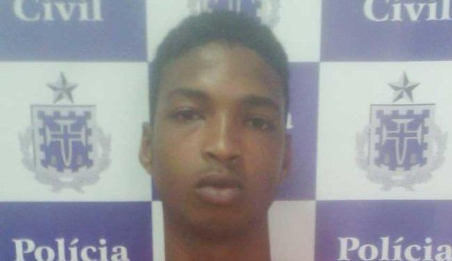 Bruno foi preso em flagrante com uma arma de fogo e trouxas de maconha - Foto: Ascom | Polícia Civil