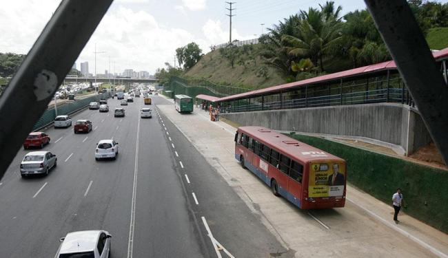 Trecho entregue está localizado nas imediações do Hospital Sarah Kubitschek, no sentido aeroporto - Foto: Edilson Lima | Ag. A TARDE