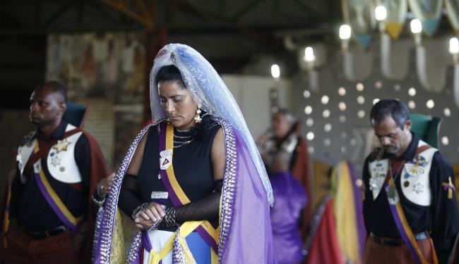 Mulher participa de ritual da doutrina Vale do Amanhecer, no Templo Jurumê, em Salvador - Foto: Lúcio Távora | Ag. A TARDE