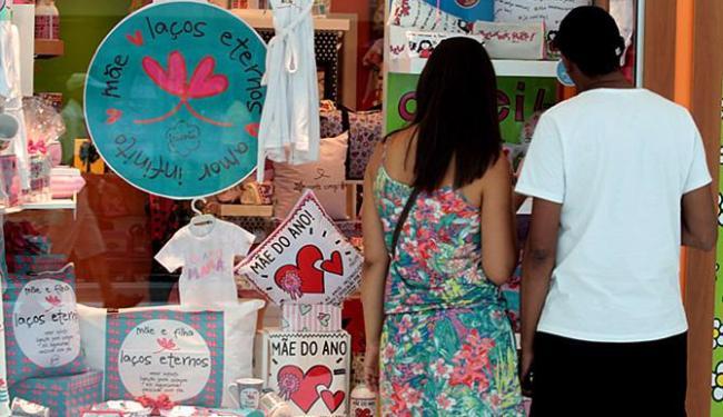 Crise econômica inibe consumidores que devem gastar pouco no Dia das Mães - Foto: Lúcio Távora l Ag. A TARDE