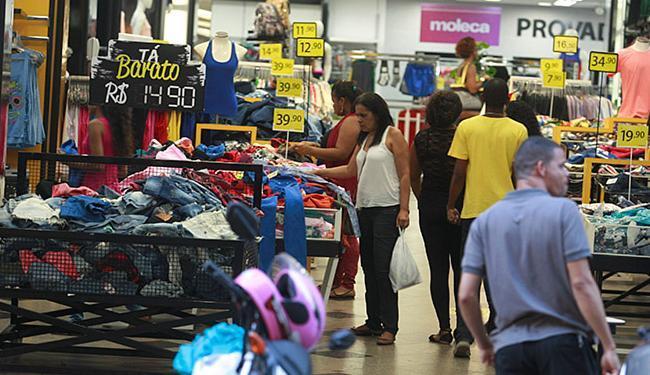 Recessão derrubou vendas no comércio. Resultado: setor perdeu mais de 3 mil vagas em março - Foto: Joá Souza l Ag. A TARDE l 28.9.2015