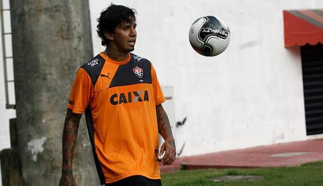 Victor Ramos aprimora a forma física na Toca do Leão - Foto: Adilton Venegeroles   Ag. A TARDE