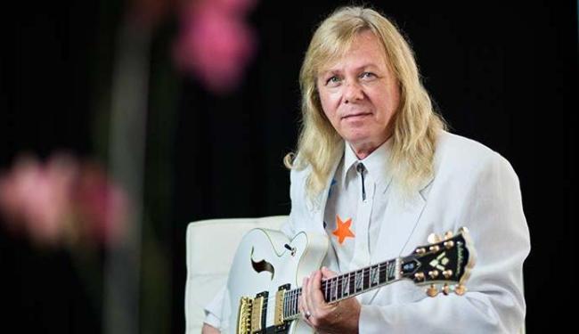Victor vai apresentar canções do álbum que fez em homenagem ao guitarrista - Foto: Nando Chagas   Divulgaçãoo