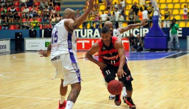 Os times se enfrentarão em cinco partidas - Foto: Antonio Penedo | Mogi-Helbor | NBB