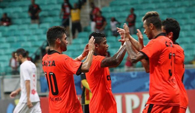 Jogadores comemoram primeiro gol de Marinho na partida - Foto: Margarida Neide | Ag. A TARDE