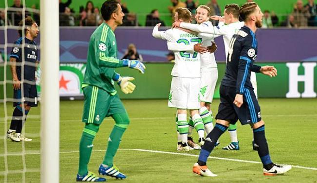 Jogadores do Wolfsburg festejam o primeiro gol sobre o favorito Real Madrid - Foto: Fabian Bimmer l Reuters