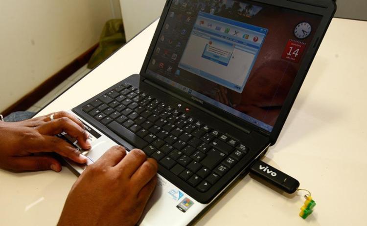 Brasil tem 70,5 milhões pessoas sem acesso a internet - Foto: Walter de Carvalho | Ag. A TARDE