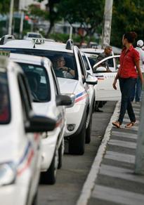 Taxistas têm que se recadastrar a partir desta quarta-feira - Foto: Joá Souza l Ag. A TARDE