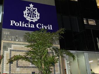 O oficial da PM compareceu ao DHPP nesta quarta-feira, 4 - Foto: Vaner Casaes l Ag. A TARDE l 16.05.2011
