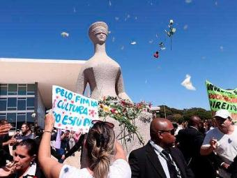 Caminhada das Flores repudia violência sexual e agressões contra as mulheres - Foto: Wilson Dias/Agência Brasil