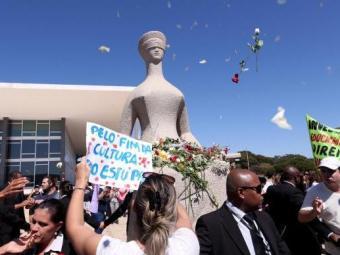 Manifestação contra cultura do estupro em Brasília foi motivada por crime no Rio de Janeiro - Foto: Wilson Dias/Agência Brasil