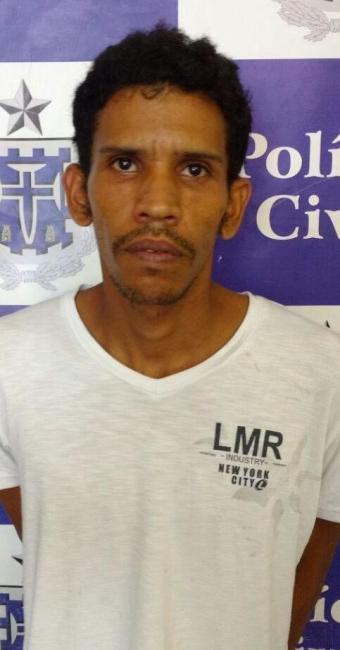 Bruno dos Santos é preso, por assalto a um passageiro, no bairro do São Caetano. - Foto: Ascom-PC / Divulgação