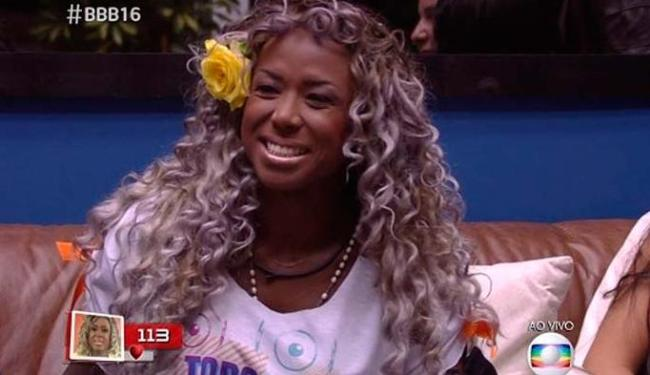 Adélia abandonou o loiro que usava durante o BBB 2016 - Foto: Reprodução   TV Globo