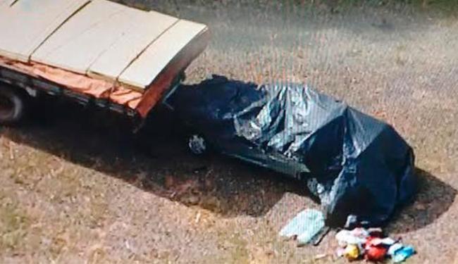 Vítimas estavam em carro de passeio que bateu com caminhão - Foto: Reprodução   TV Record