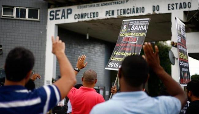 Servidores pedem convocação de aprovados em concurso - Foto: Raul Spinassé | Ag. A TARDE