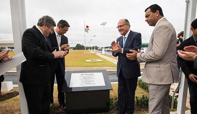 Alckmin e executivos da Toyota inauguram a unidade - Foto: Alexandre Moreira l Gov. de São Paulo