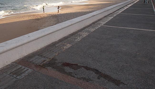 As vítimas foram atingidas quando estavam no calçadão da praia de Amaralina - Foto: Margarida Neide | Ag. A TARDE