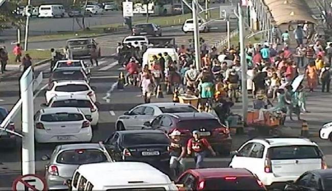 O ato não atrapalha o trânsito - Foto: Reprodução | @Transalvador1