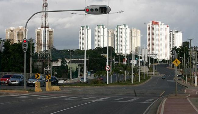 O governo desapropriou imóveis para duplicar a Av. Pinto de Aguiar - Foto: Mila Cordeiro | Ag. A TARDE