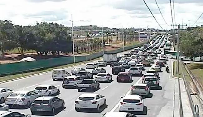 Trânsito na Paralela fica congestionado após o acidente - Foto: Divulgação | Transalvador