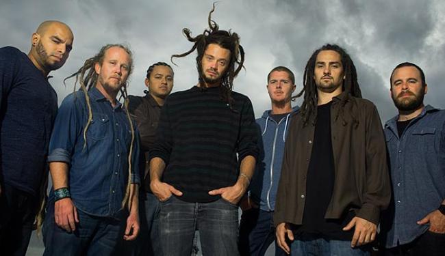 Liderada pelo vocalista Jacob Hemphill, a banda SOJA relembra os sucessos da carreira - Foto: Cedida pela ViaPress Comunicação l Divulgação