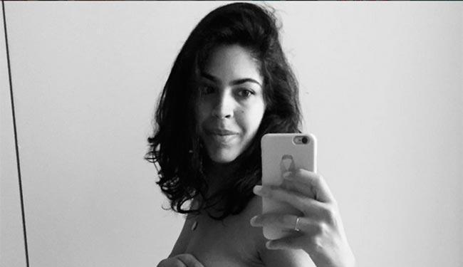 A apresentadora posa em frente ao espelho - Foto: Reprodução | Instagram