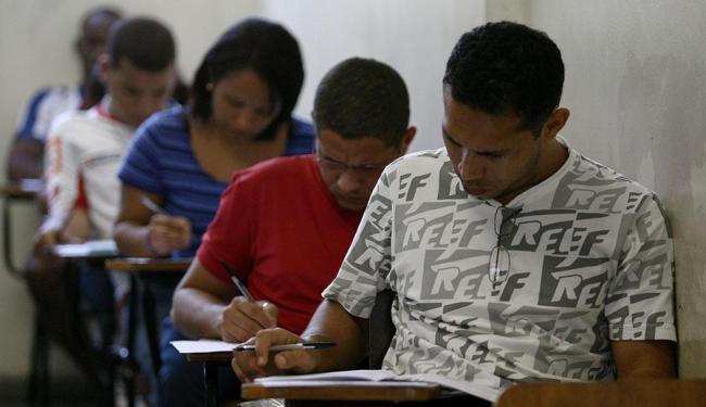 Salários variam de R$ 880 e R$ 7.000 e são para níveis fundamental, médio e superior - Foto: Raul Spinassé | Ag. A TARDE