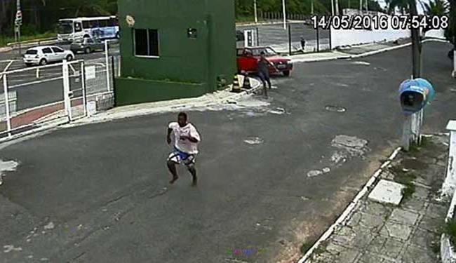 Homem foi perseguido e levou três tiros dentro de condomínio - Foto: Reprodução