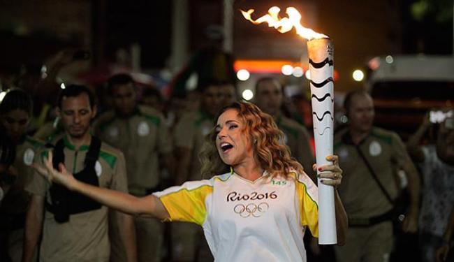 Daniela Mercury foi um dos destaques da passagem da Tocha em Salvador - Foto: Raul Spinassé l Ag. A TARDE