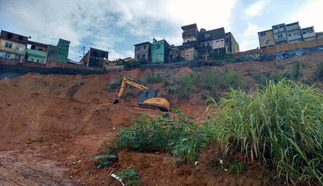 A obra de contenção deve ser entregue em cerca de seis meses pela prefeitura - Foto: Edilson Lima | Ag. A TARDE