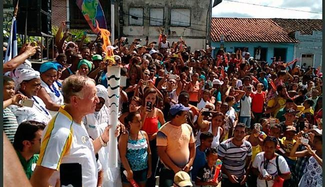 Quem conduziu a Tocha até o palco de Camamu foi o ex-jogador do Bahia Edilton, o Didico - Foto: Vitor Villar   Ag. A TARDE