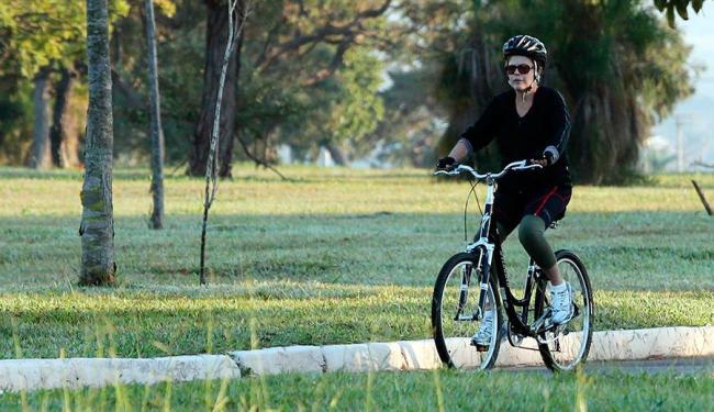 Dilma emprestou a sua bicicleta para Cardozo - Foto: André Dusek | Estadão Conteúdo