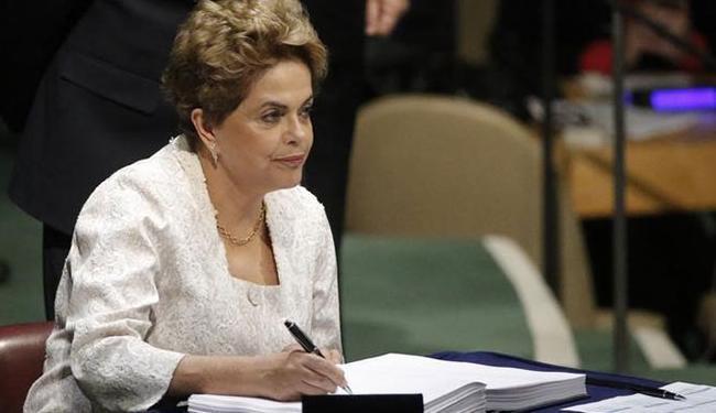 Nos últimos dias, Dilma aprovou diversas medidas que vão impactar no orçamento do governo - Foto: Carlo Allegri | Ag.Reuters