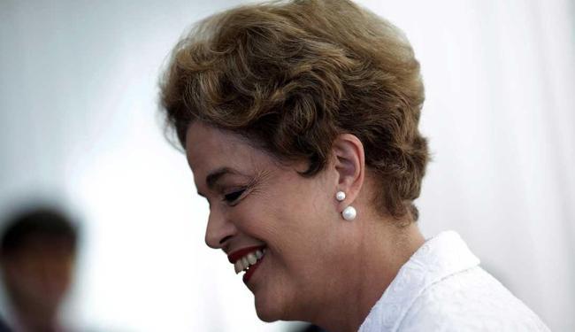 No Facebook, Dilma diz que vai usar gravações em sua defesa no Senado - Foto: Ueslei Marcelino | Reuters