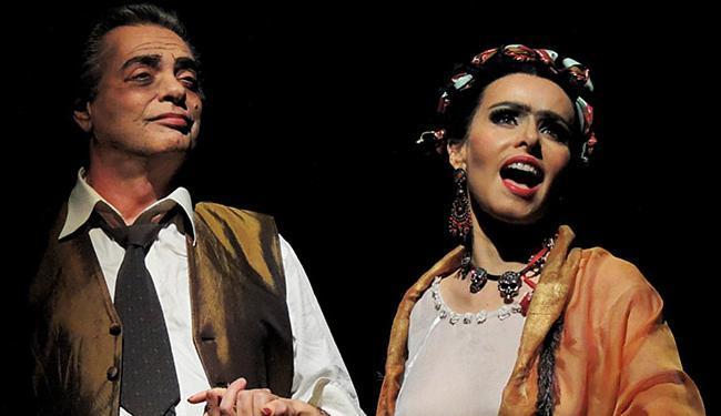Os intérpretes como Diogo e Frida na peça - Foto: Divulgação