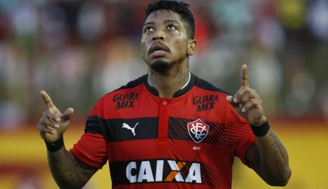 Marinho, melhor em campo, celebra gol de empate do Leão - Foto: Margarida Neide / Ag. A TARDE