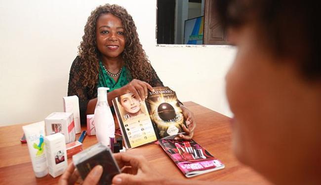 Eliene aposta nas promoções para fidelizar os clientes - Foto: Mila Cordeiro l Ag. A TARDE